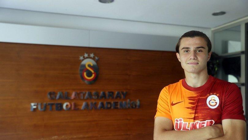 Sarper Çağlar, Galatasaray'da profesyonel imzayı attı