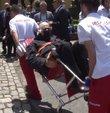 Galatasaray Olağan Genel Kurulu'nda bir üye oy kullanmaya sedye ve sağlık ekibiyle birlikte geldi