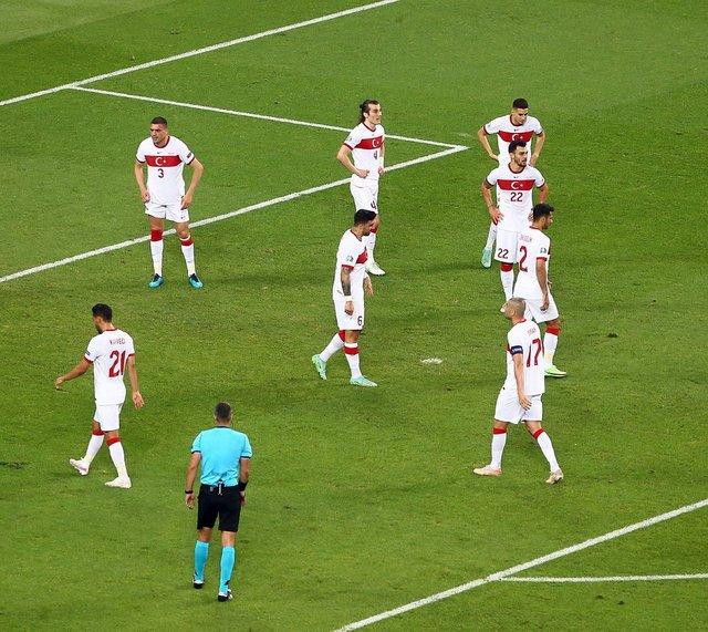 KİM NE DEDİ! İsviçre - Türkiye maçının yazar yorumları - Spor haberleri