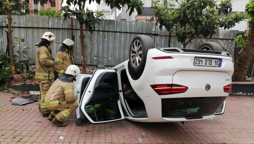 AŞI MI SEBEP OLDU! Son dakika: Kadıköy'de sürücü önce tabelaya sonra ağaca çarptı