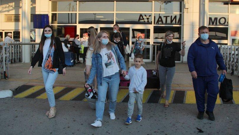 Kısıtlamaların kalkmasıyla Rusya'dan Antalya'ya ilk uçak geldi