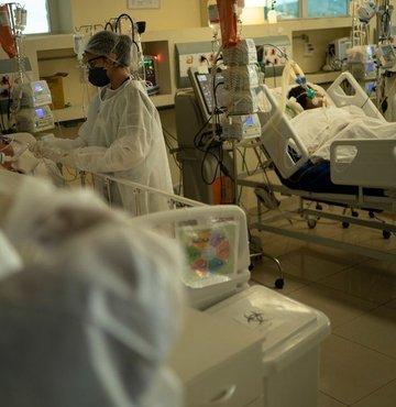Son dakika...  Sağlık Bakanlığı yeni koronavirüs tablosunu açıkladı. Bugün  5 bin 703 yeni vaka tespit edildi, 59 hasta ise hayatını kaybetti.
