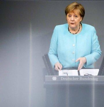 Son dakika haberi... Almanya Başbakanı Angela Merkel, AB liderlerinin Türkiye ile göç anlaşması için yaklaşık 3 milyar euronun üzerine anlaştıklarını açıkladı