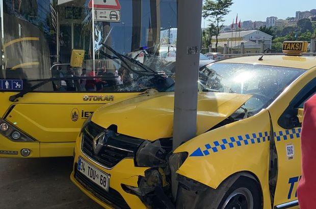Feci kaza! Otobüsle taksi çarpıştı