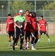 Gaziantep Futbol Kulübü'nün yeni teknik direktörü Erol Bulut takımla beraber ilk antrenmanına çıktı.