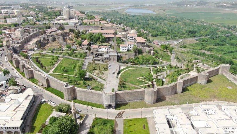 Diyarbakır'ın 5 bin yıllık surlarının sırrı araştırılıyor