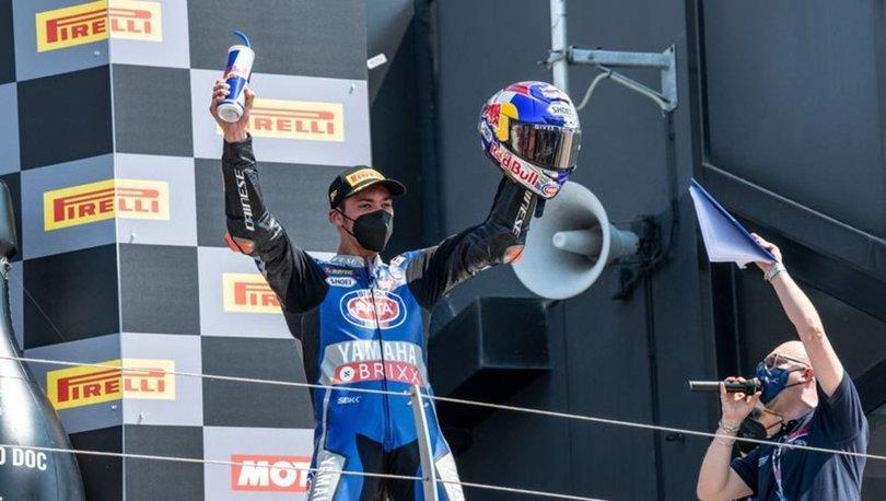 Milli motosikletçi Toprak Razgatlıoğlu İngiltere'de birinci oldu