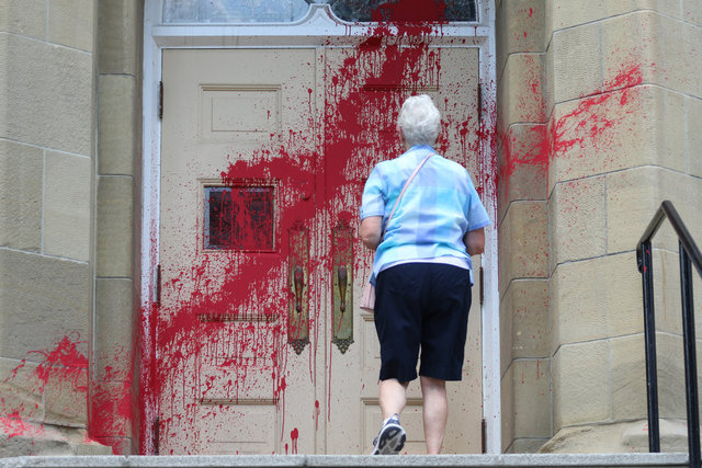 SON DAKİKA: Kanada'da kiliselere yönelik boyalı saldırılar
