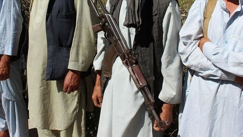 Taliban saldırısından kaçan 300'den fazla Afgan askeri Tacikistan'a sığındı