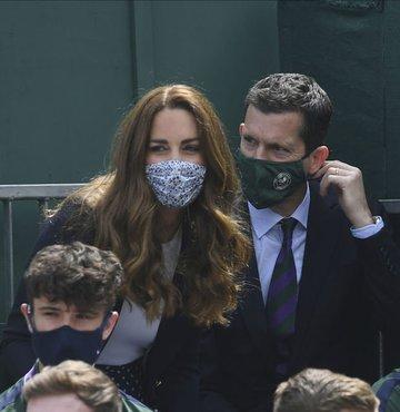 Cambridge Düşesi Kate Middleton, Covid-19 teması nedeniyle kendini karantinaya aldı. Kensington Sarayı tarafından yapılan açıklamada, Middleton'ın koronavirüs tespit edilen bir kişi ile temaslı olması nedeniyle kendini karantinaya aldığı ifade edildi