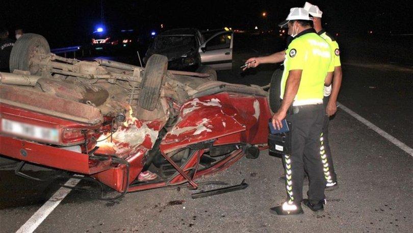 İzmir'de iki araç çarpıştı: 1'i ağır 11 yaralı