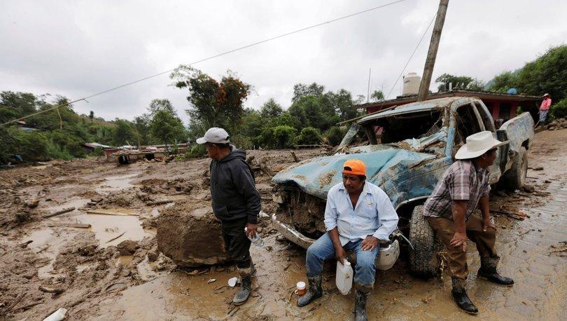 Meksika'da şiddetli yağış sonucu oluşan toprak kaymasında 5 kişi hayatını kaybetti