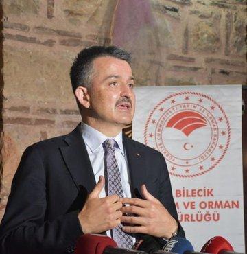 Son dakika... Tarım ve Orman Bakanı Bekir Pakdemirli: Şu an itibarıyla Marmara Denizinden çıkan balıkların yenilmesi ve tüketilmesiyle alakalı herhangi bir problem yok