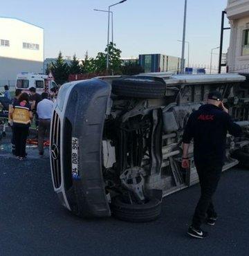 Tekirdağ'ın Çerkezköy ilçesinde kamyon ile servis minibüsünün çarpışması sonucu 8 kişi yaralandı