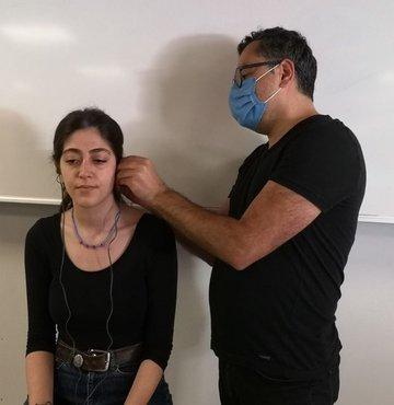 Kulaktaki vagus sinirini elektriksel olarak uyararak stres kaynaklı hastalıkların tedavisinde kullanılan, Türk mühendisler tarafından geliştirilen özel kulaklık, Harvard Üniversitesi tarafından satın alındı. Cihaz, Harvard Tıp Fakültesi