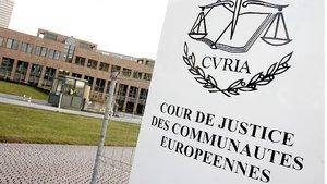 Avrupa Adalet Divanı'ndan 'başörtüsü kararı': İşveren, belli koşullarda çalışanın başörtüsünü çıkartmasını ist