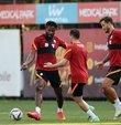 Galatasaray, UEFA Şampiyonlar Ligi 2. eleme turunda Hollanda temsilcisi PSV ile 21 Temmuz Çarşamba günü deplasmanda oynayacağı karşılaşmanın hazırlıklarına devam etti. Sakatlığı bulunan Radamel Falcao antrenmanda yer almadı