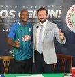 Süper Lig ekiplerinden Çaykur Rizespor, Burkina Fasolu orta saha oyuncusu Bryan Dabo ile 1 yılı opsiyonlu 3 yıllık anlaşma imzaladı.