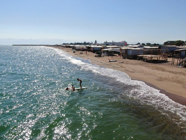 Antalya'da denize sıfır 'Çardak Beach' tatili ilgi görüyor