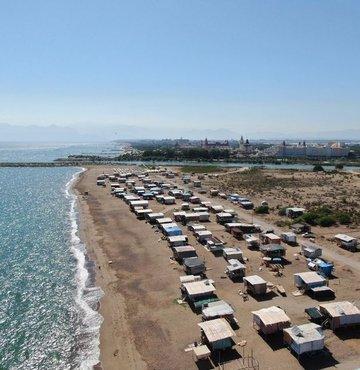 Otellerin yüzde yüz doluluk oranına ulaştığı ve fiyatların el yaktığı turizm kenti Antalya