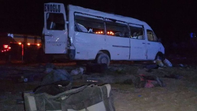 Konya'da mevsimlik işçileri taşıyan minibüs devrildi: Ölü ve yaralılar var