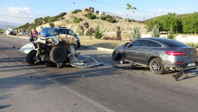 İKİYE BÖLÜNDÜ! Son dakika: Isparta'da korkunç kaza! Minibüs ikiye bölündü