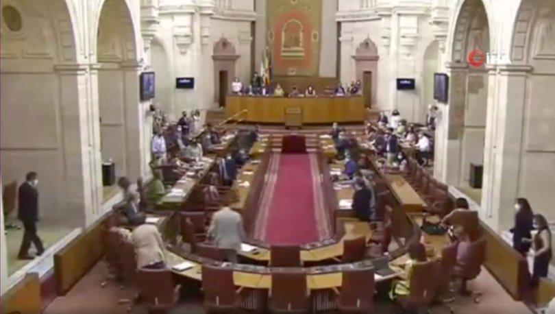 SON DAKİKA: Endülüs Parlamentosu'na giren fare kaosa neden oldu!