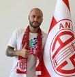 Süper Lig takımlarından Fraport TAV Antalyaspor, 1,5 sezondur kırmızı beyazlı formayı giyen 34 yaşındaki Fedor Kudriashov ile yeniden anlaşma sağladı.