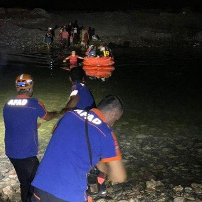 Dicle Nehri kıyısında mahsur kalan 21 kişiyi AFAD ve JAK ekipleri kurtardı