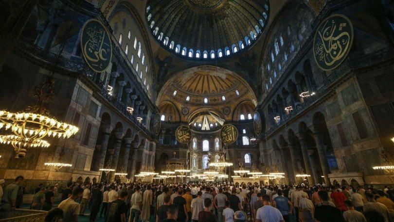 Ayasofya-i Kebir Camii, ibadete açılmasının ilk yılında 3 milyonu aşkın ziyaretçiyi ağırladı
