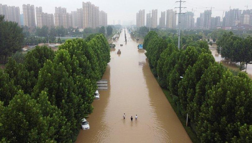 Çin'de sel ve heyelan: Yıkılan binadan bebeğini kurtaran anne hayatını kaybetti