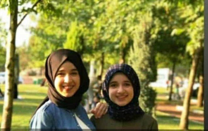 Hale Nur Mece (soldaki) ve Elif Nur Mece (sağdaki)