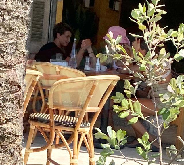 Mustafa Sandal sevgilisi Melis Sütşurup ve oğlu Yaman ile tatilde - Magazin haberleri