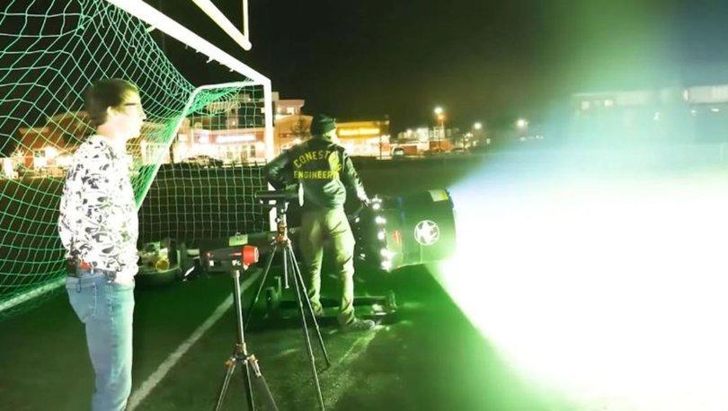 Hacksmith yine rekor kırdı: Dünyanın en büyük el feneri... Radyometre kırıldı