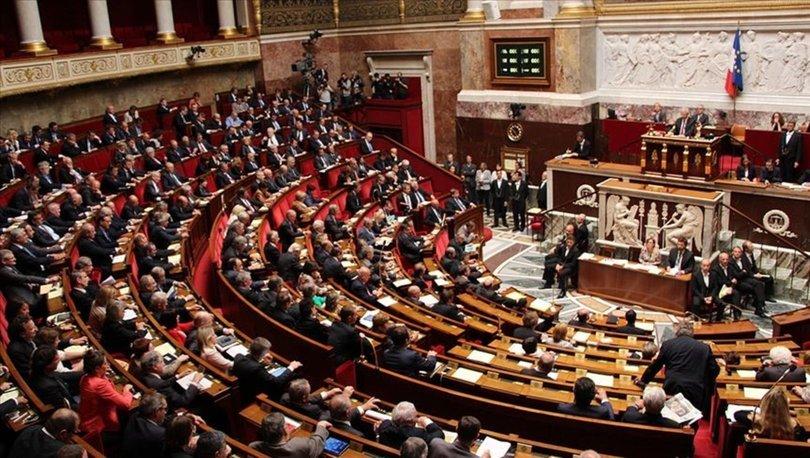 Fransa Parlamentosu'ndan tartışmalı Kovid-19 yasasına onay