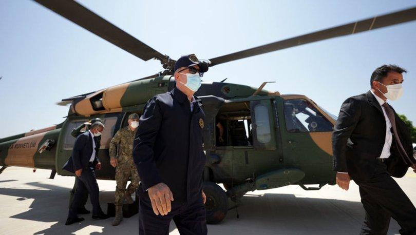 Son dakika haberi Bakan Akar ve komutanlar Suriye sınırında!