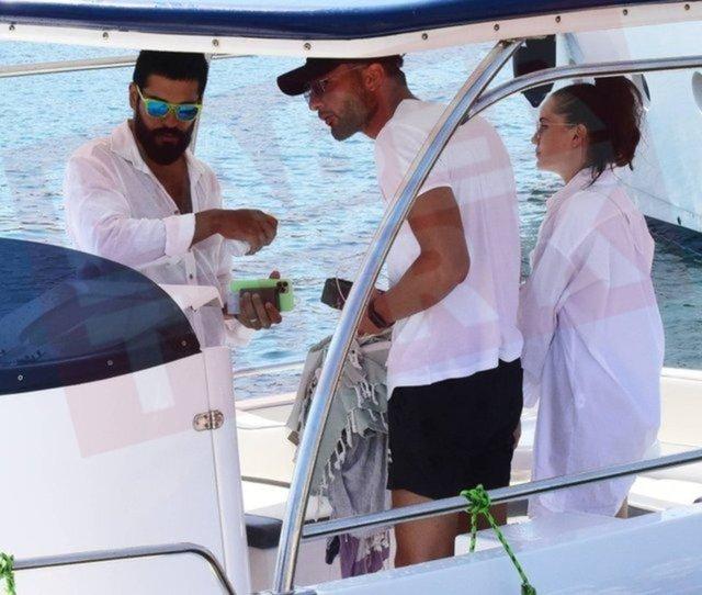 Burak Özçivit ailesiyle balık avına çıktı - Magazin haberleri