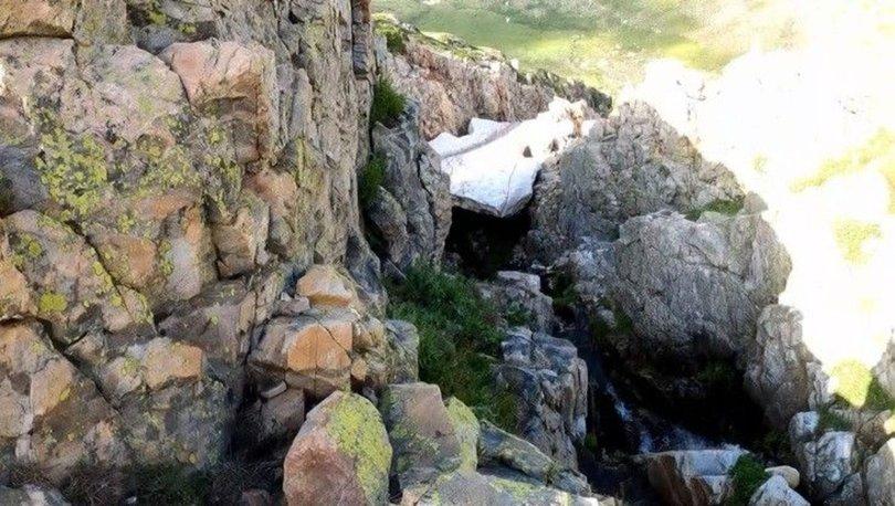 Yazın ortasında 50 metrelik buz tüneli
