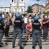 İtalya'da Kovid-19 önlemleri protesto edildi