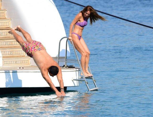 Ebru Şallı'nın teknede pilates keyfi - Magazin haberleri