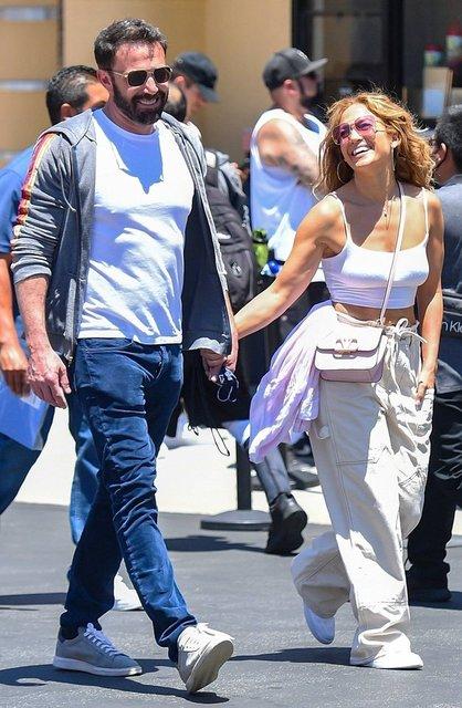 Jennifer Lopez ile Ben Affleck eleştiri yağmuruna tutuldu: Aşk değil sanki halka ilişkiler faaliyeti! - Magazin haberleri