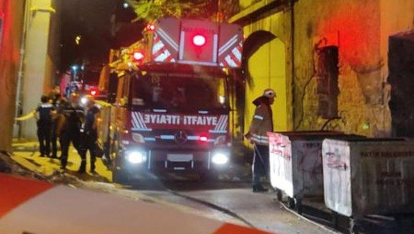 Fatih'te 3 katlı metruk binanın bir kısmı çöktü, 1 kişi kurtarıldı