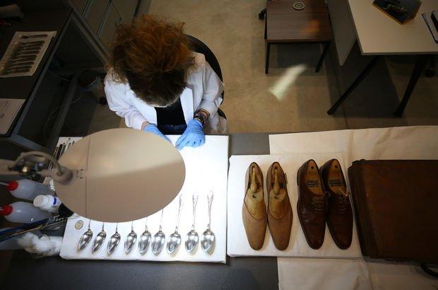 Atatürk'ün eşyalarının konservasyon çalışmalarını izlediler