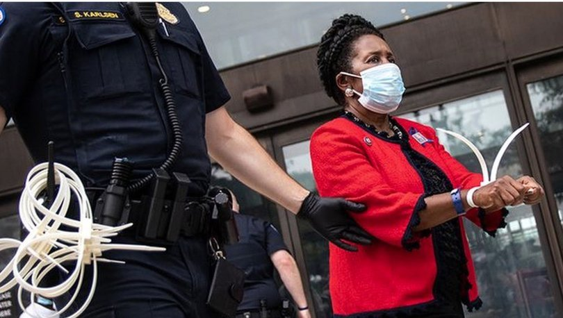 ABD'li Demokrat sivil itaatsizlikten tutuklandı