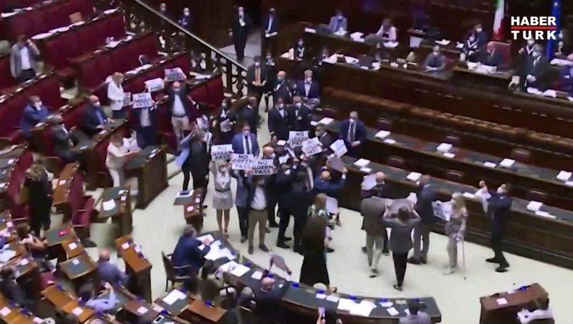İtalya meclisinde  ''aşı kartı'' arbedesi yaşandı