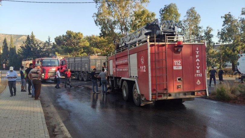 Mersin'de orman yangınında görevli itfaiye aracı ile kamyon çarpıştı: 2 yaralı