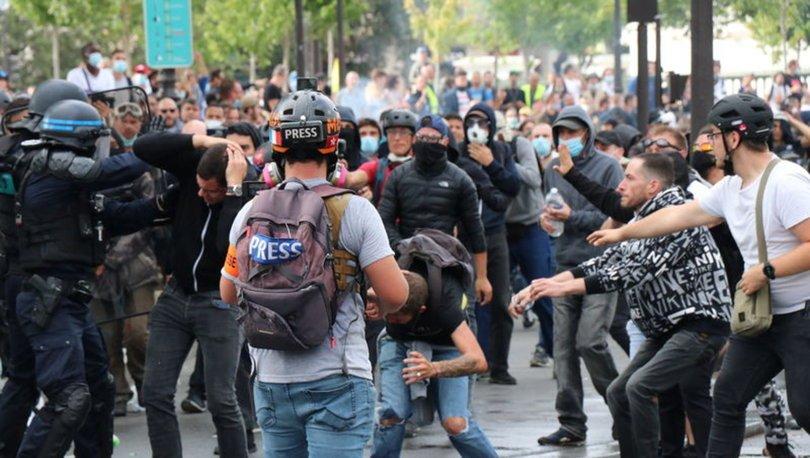 Fransa'da yüzbinlerce gösterici aşı zorunluluğunu protesto etti