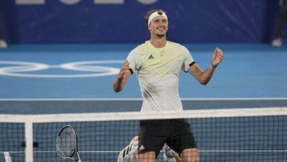 Zverev teniste altını kaptı