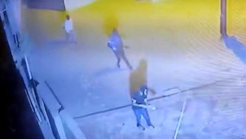 Polis karakoluna patlayıcı atılması kamerada! - Haberler