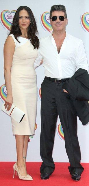 Simon Cowell sevgilisi Lauren Silverman ve oğlu ile Barbados'ta - Magazin haberleri